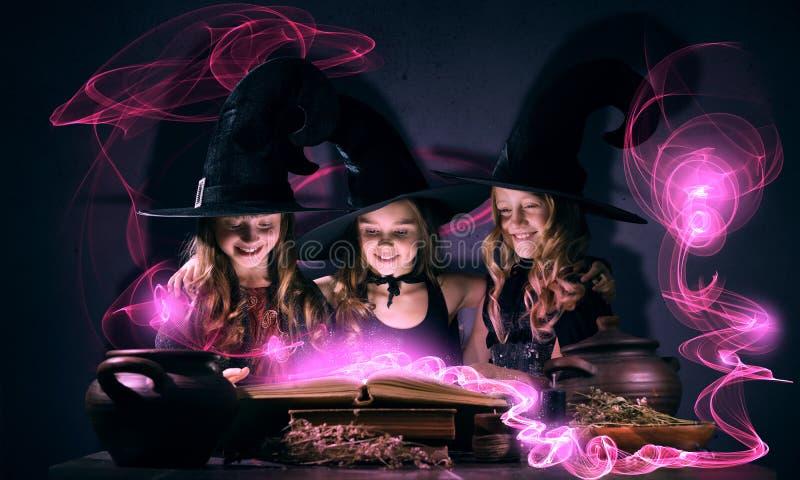 3 маленьких ведьмы стоковое фото