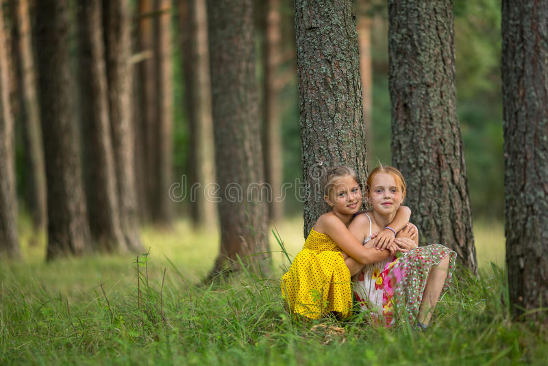 Две подруги на природе