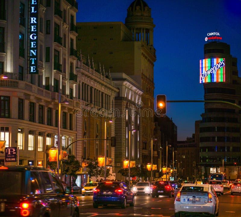 Мадрид Gran через ночу стоковые фотографии rf