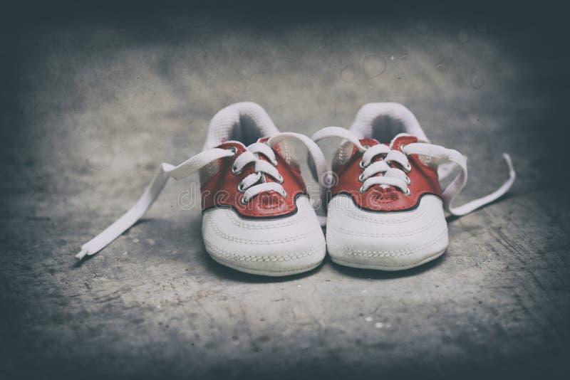Малые ботинки стоковые фото