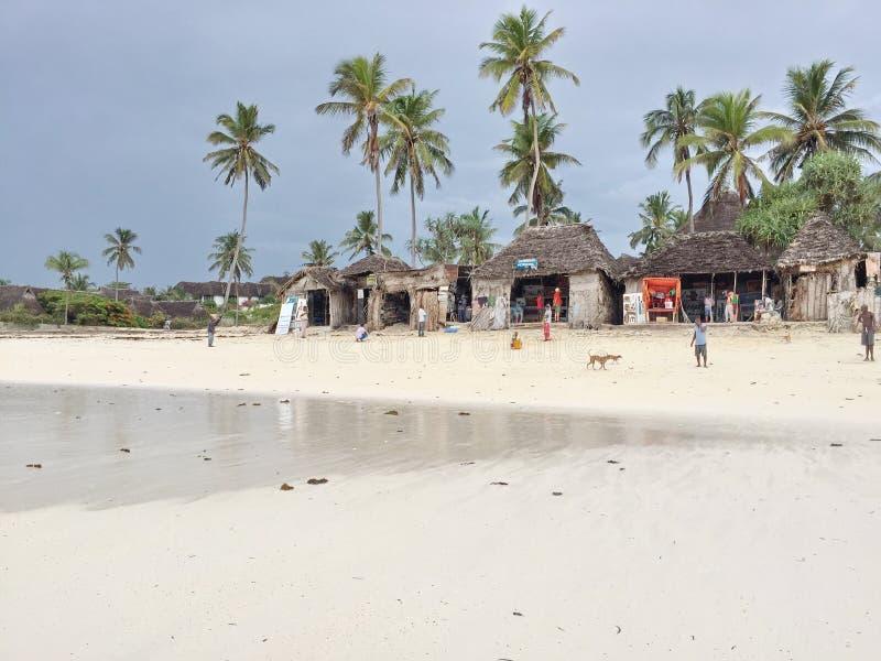 Малые бутики на пляже в Занзибаре стоковое фото rf