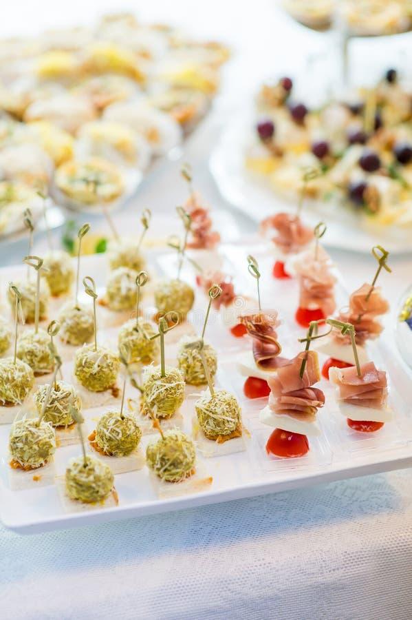 Малые сандвичи на свадьбе стоковое изображение