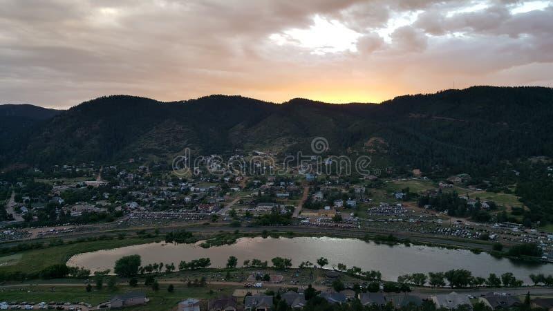 Малый городок горы стоковое изображение rf