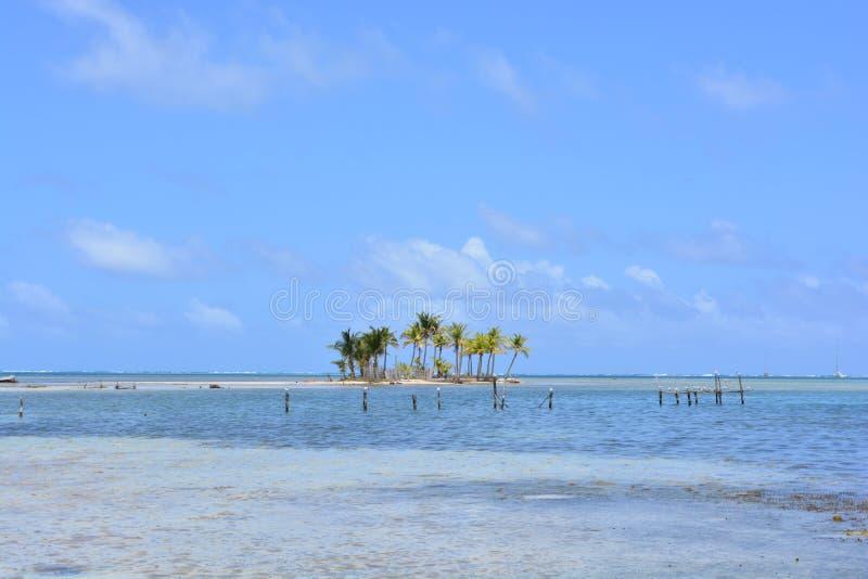 Малый остров в архипелаге Сан Blas, ¡ Panamà стоковые изображения