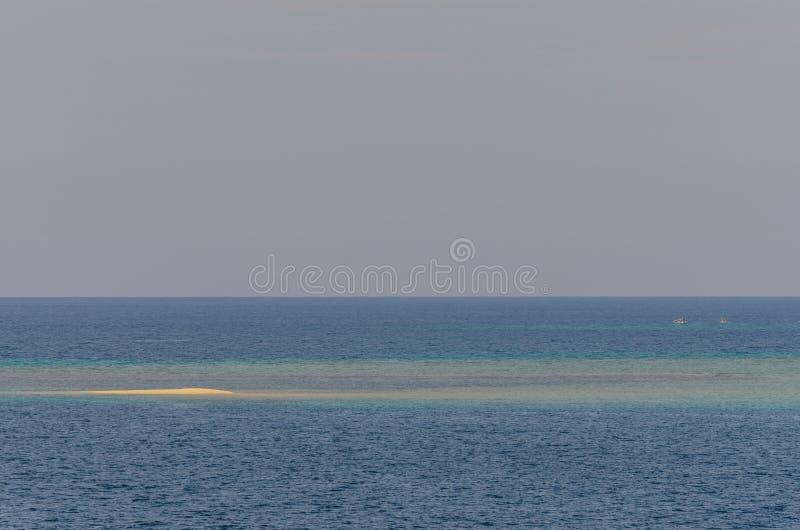 малый риф на голубом море стоковая фотография rf