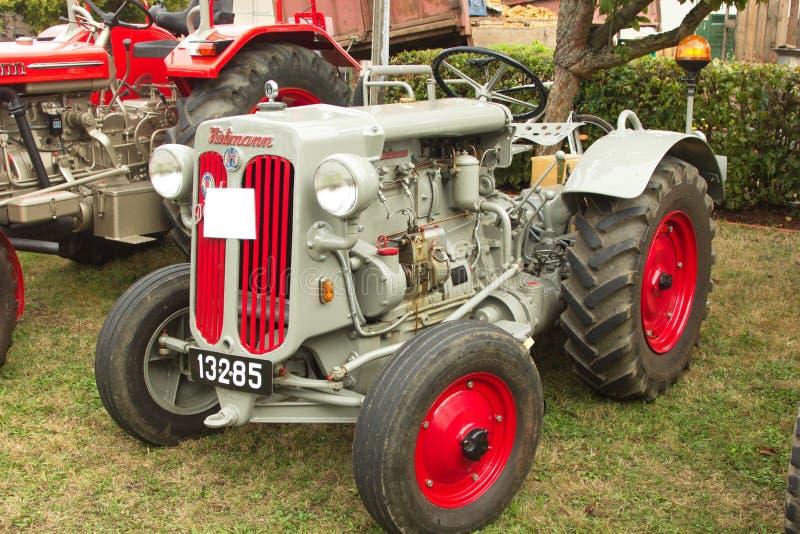 Малый серебряный трактор Hurlimann стоковые фото