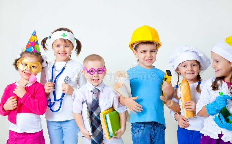 Малыши играя в профессиях стоковое изображение