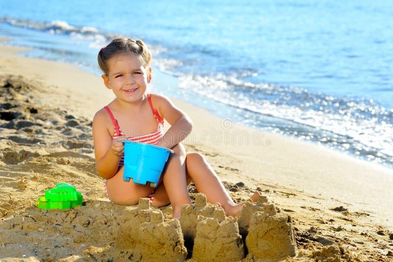 малыш девушки пляжа стоковое фото rf