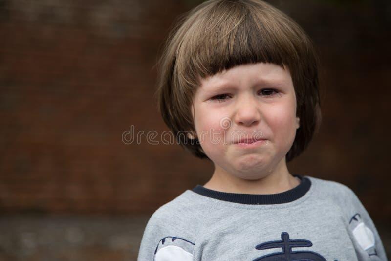 малыш мальчика плача стоковая фотография rf