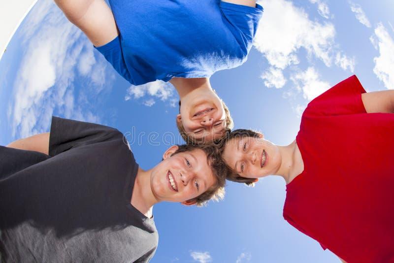 Download 3 мальчики и ручки друзей совместно Стоковое Фото - изображение насчитывающей потеха, волосы: 40577384