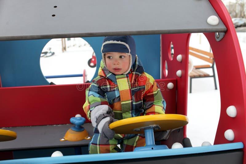 Мальчик в автомобиле стоковые изображения