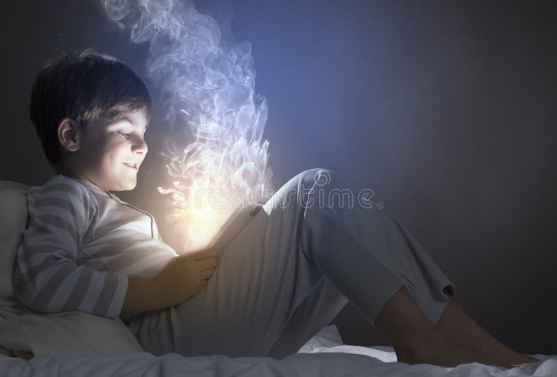 Download Мальчик в кровати стоковое изображение. изображение насчитывающей малыш - 41650713