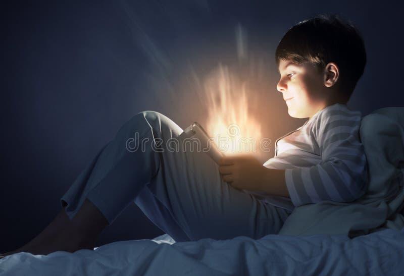 Download Мальчик в кровати стоковое изображение. изображение насчитывающей прелестное - 41651581