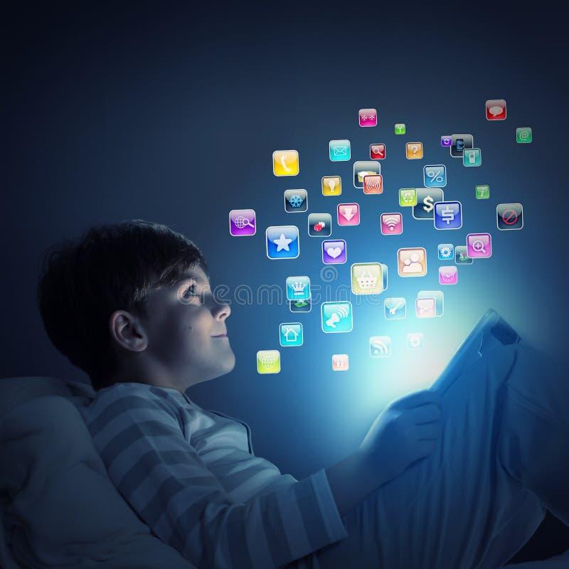 Download Мальчик в кровати стоковое фото. изображение насчитывающей икона - 41651718
