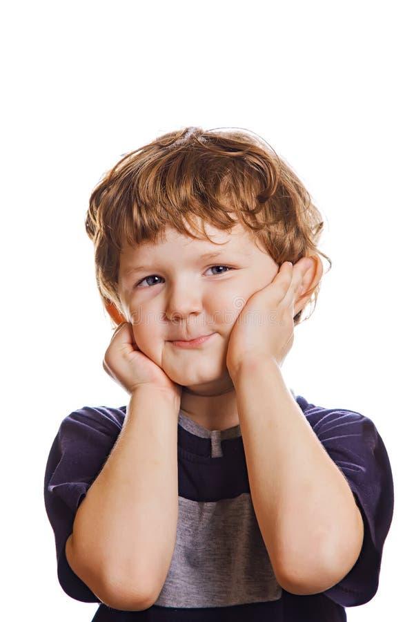 Мальчик держа его руки над его щеками Удивленный или sca стоковая фотография rf