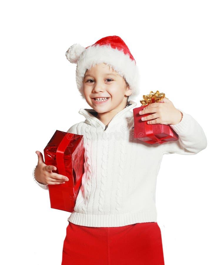 Мальчик держа подарочные коробки рождества стоковая фотография