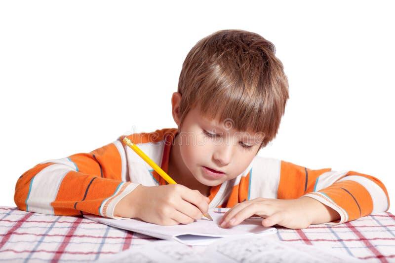 Мальчик делая тренировки стоковая фотография