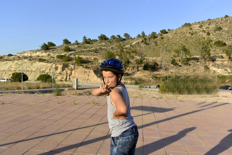 Мальчик едет Monowheel стоковое изображение