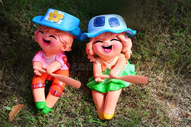 Download Мальчик и девушка штукатурки Стоковое Фото - изображение насчитывающей усмехаться, скульптура: 81813924