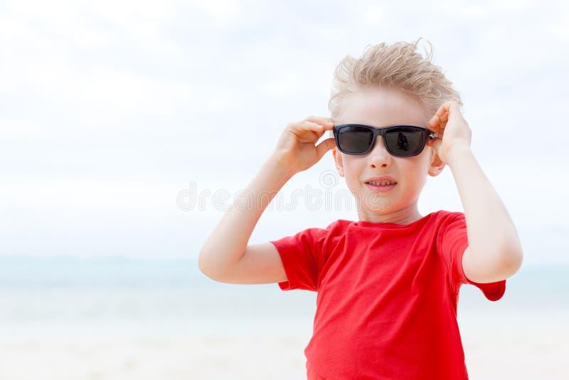Download Мальчик на каникулах стоковое фото. изображение насчитывающей красивейшее - 40591958