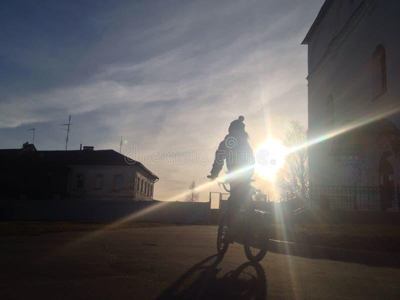 Мальчик на bike стоковые изображения rf