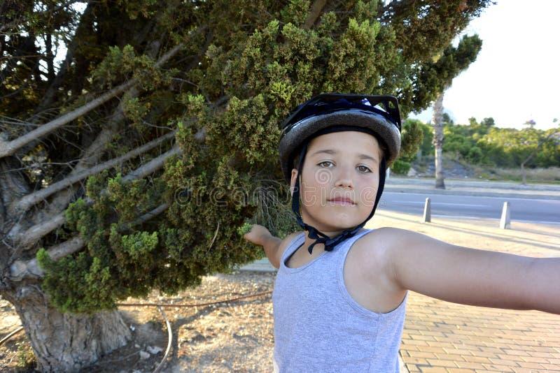 Мальчик на Monowheel стоковые фотографии rf