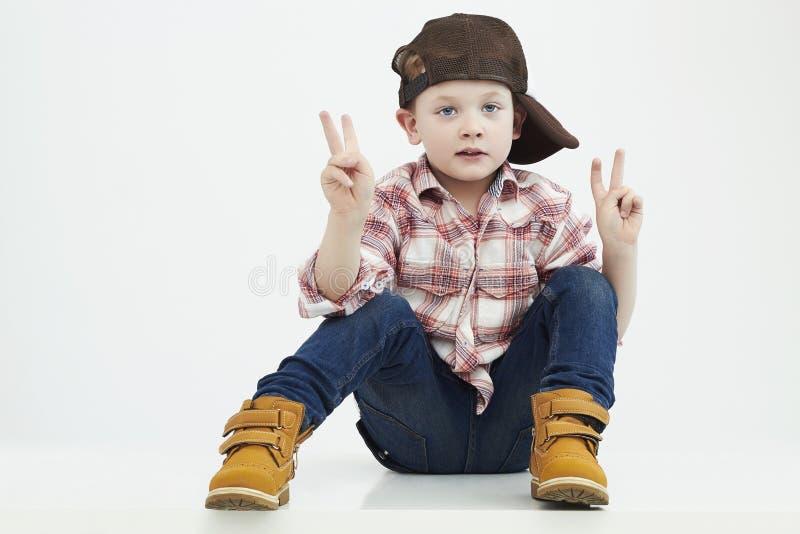 мальчик немногая малыш стильный Fashion Children ребенок смешной стоковое изображение rf
