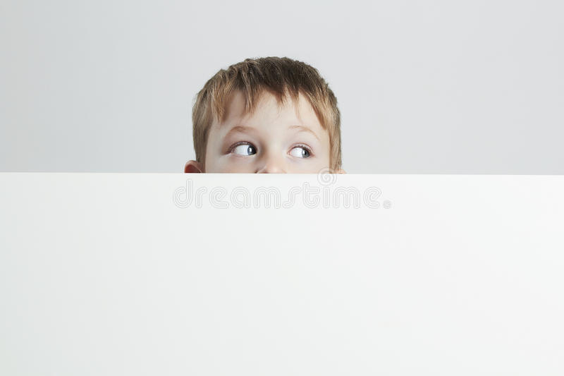 мальчик немногая ребенок смешной здесь текст ваш стоковое изображение
