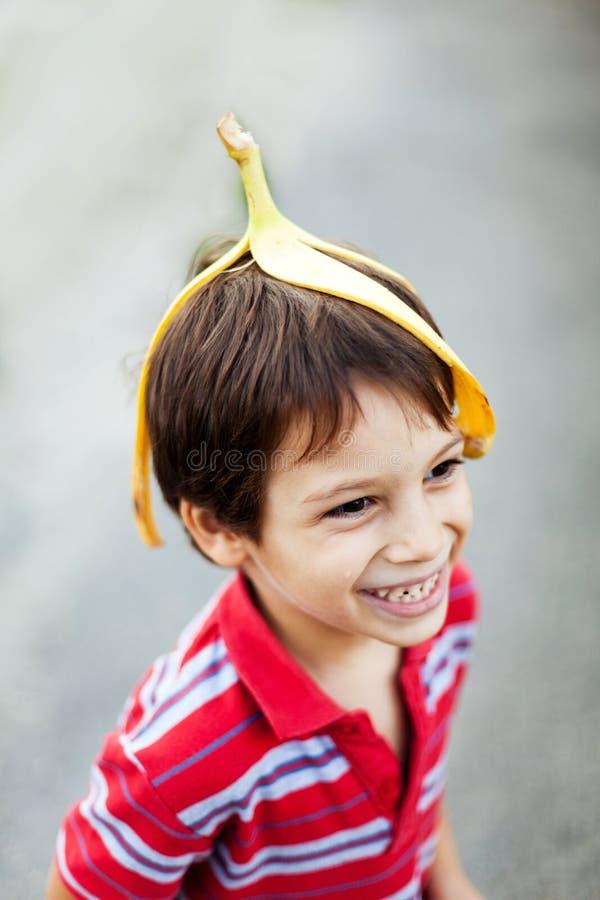 Мальчик околпачивая вокруг стоковое изображение rf
