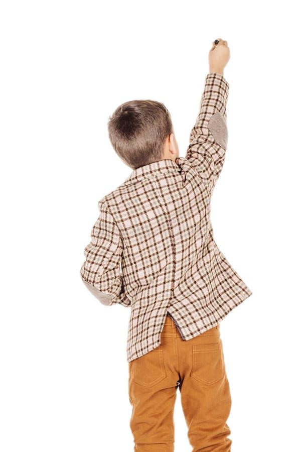 Мальчик портрета прелестный молодой счастливый смотря камеру изолированную дальше стоковое изображение rf
