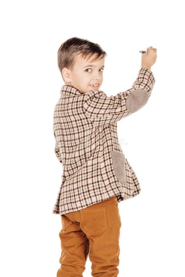 Мальчик портрета прелестный молодой счастливый смотря камеру изолированную дальше стоковые изображения rf
