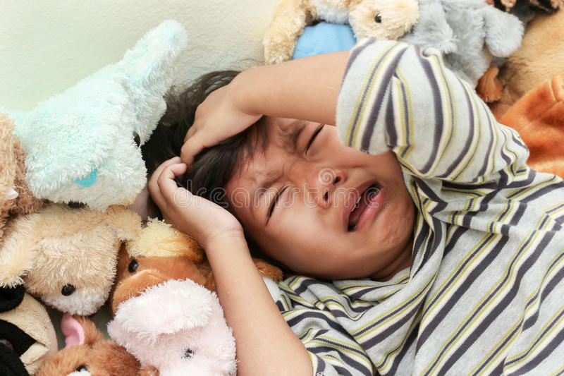 мальчик плача 4 звезды луны стоковое изображение