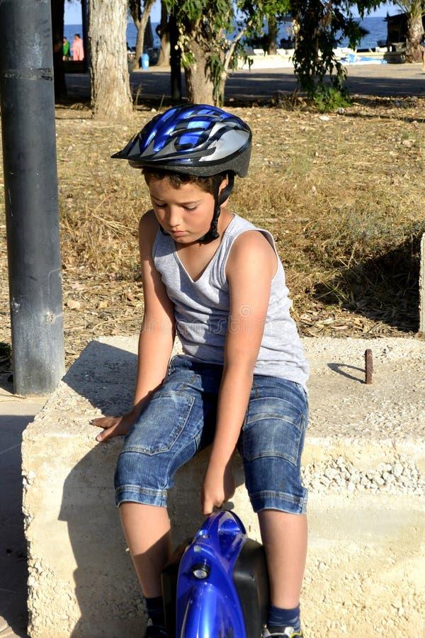Мальчик с MonoWheel стоковое изображение