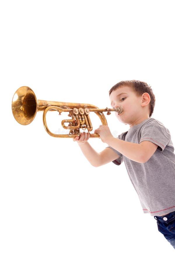 Мальчик дуя в трубу стоковое изображение rf
