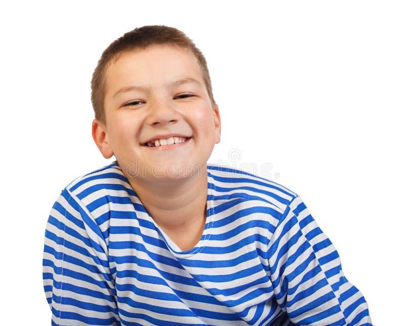 Мальчик улыбки подростка изолированные на белой предпосылке стоковые фотографии rf