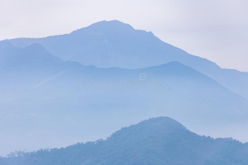 Мглистая голубая гора озера лун Солнця в Тайване стоковые фото