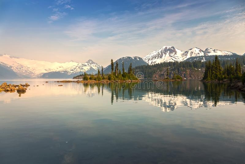 Мглистый ландшафт озера Garibaldi стоковое изображение