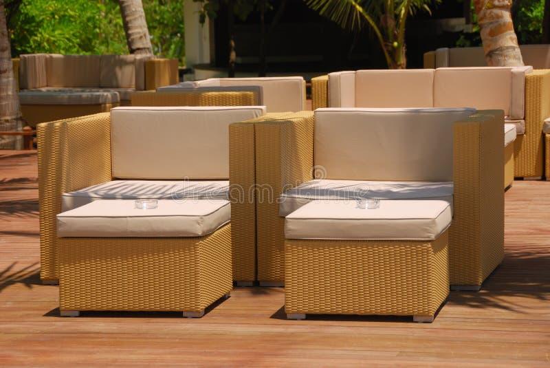 Download мебель напольная стоковое изображение. изображение насчитывающей лето - 6858899