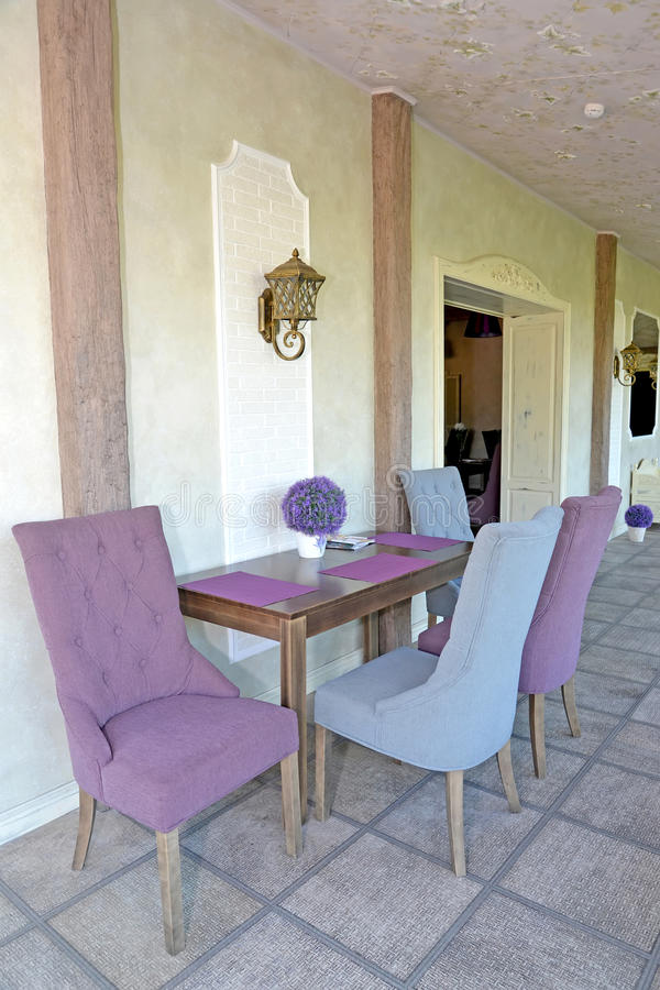Мебель в коридоре пансиона Стиль Провансали стоковая фотография rf