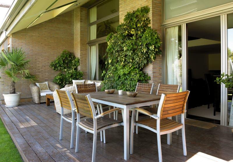 Download Мебель домашнего хозяйства внешняя Стоковое Изображение - изображение насчитывающей обслуживание, сад: 33726943