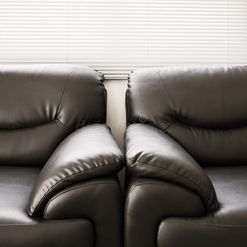 Мебель софы кожаная черная стоковые фотографии rf