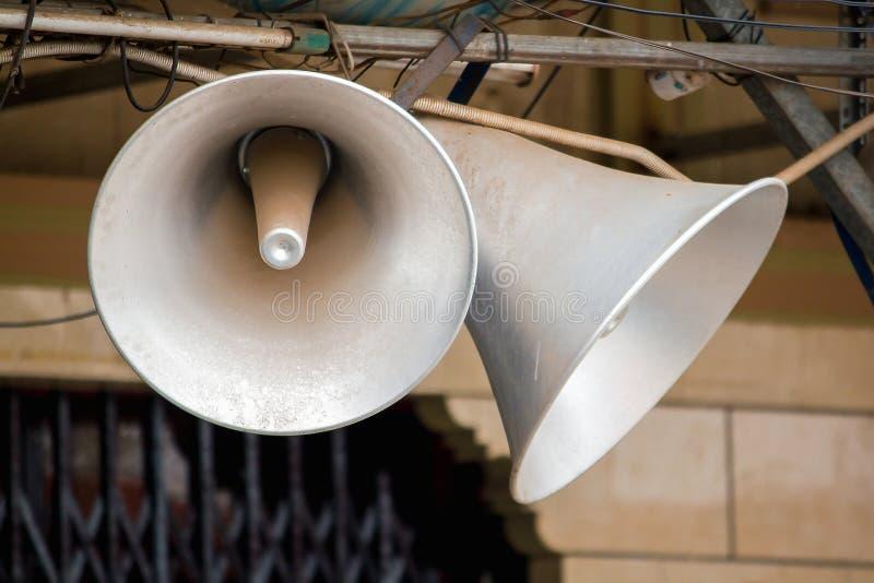 Мегафон передавая старую белизну на верхней части стоковые изображения rf