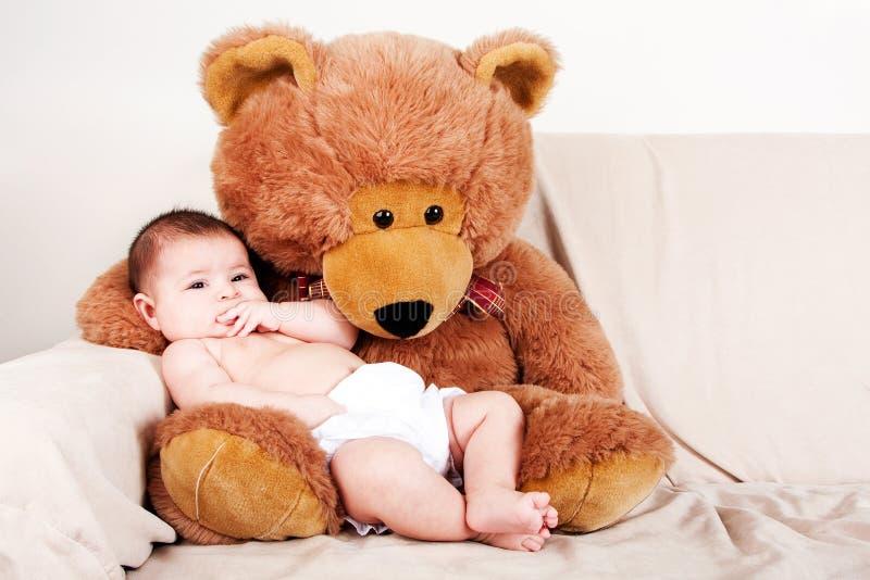 медведь младенца