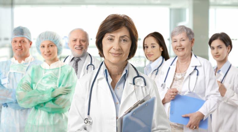 медицинская команда профессионалов портрета стоковое изображение rf