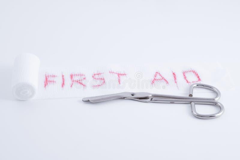 Медицинские ножницы со скорой помощью повязки стоковое фото rf