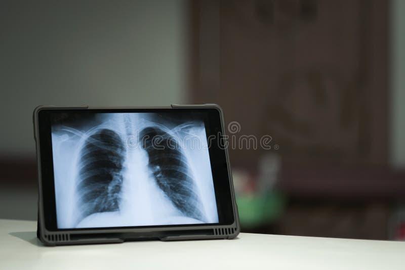 Медицинский и смартфон стоковые изображения