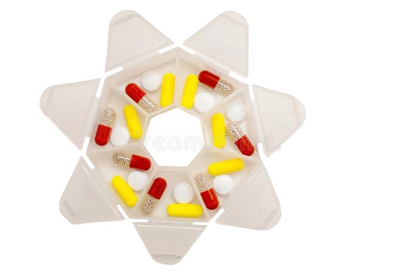 Медицины на 7 дней в форме планшетов и таблеток в специальном случае стоковые изображения rf