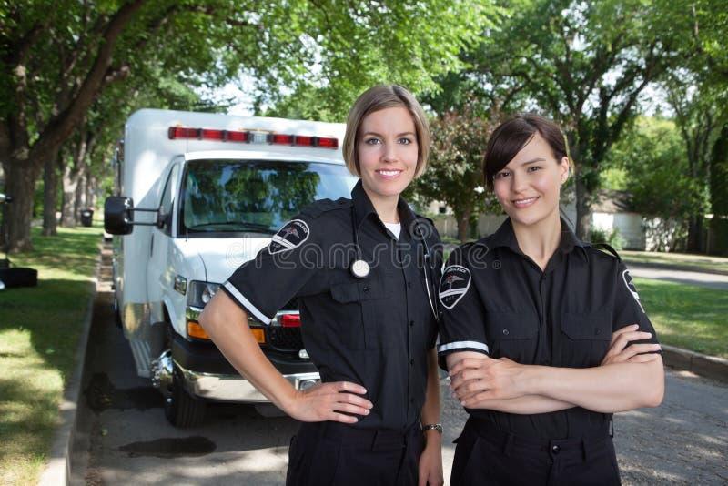 медсотрудник женщины машины скорой помощи стоковые изображения