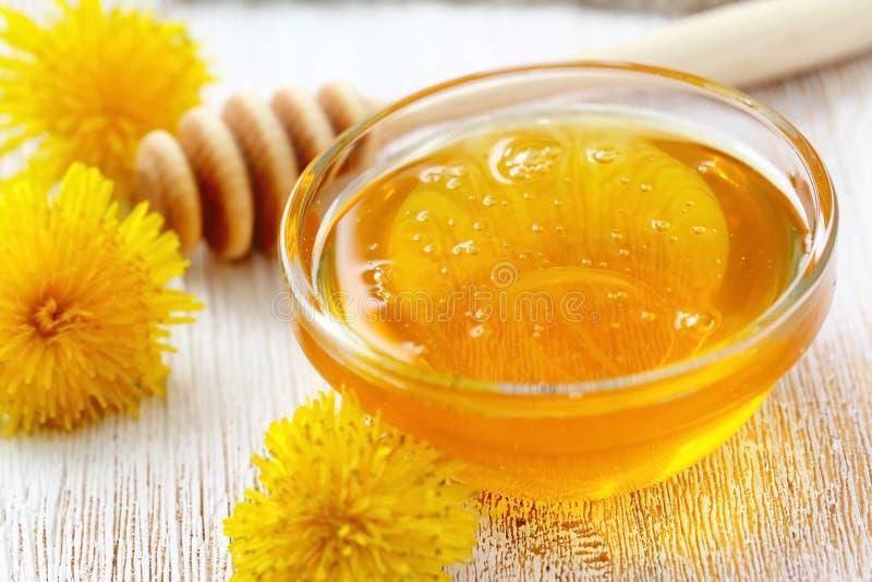 Мед цветка в стеклянном шаре стоковые изображения
