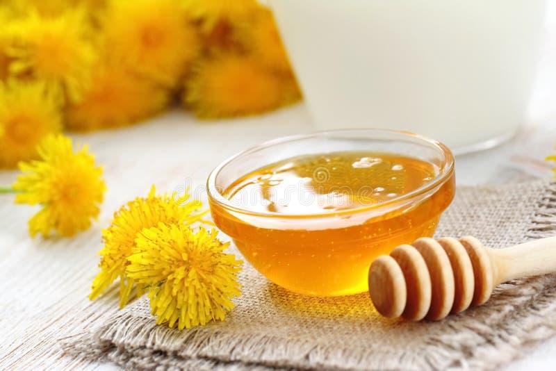 Мед цветка в стеклянном шаре стоковое фото
